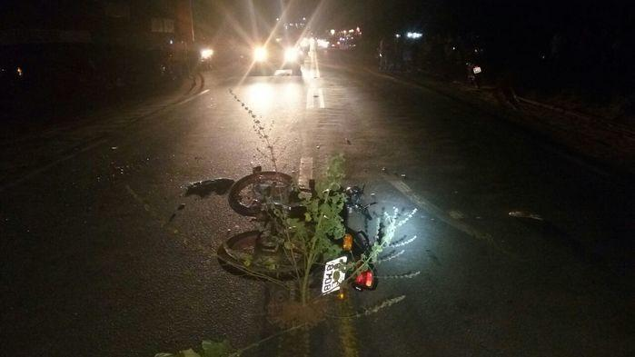 Moto ficou no meio da pista (Crédito: Polícia Rodoviária Federal)
