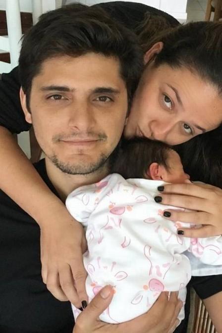 Amiga posta foto com Bruno Gissoni com a filha Madalena