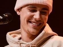 Justin Bieber aparece em foto fazendo xixi e seguidores repercutem