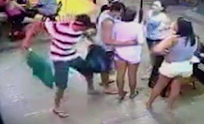 Homem tenta matar ex-mulher a facadas em bar do Rio de Janeiro