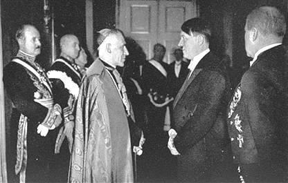 Papa e Hitler juntos