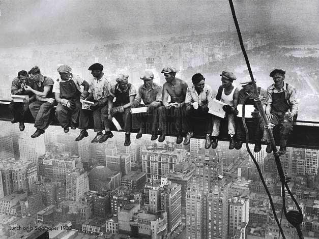 Constructores do Empire State posando para foto