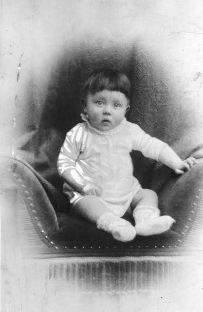 Um bebê chamado Adof Hitler