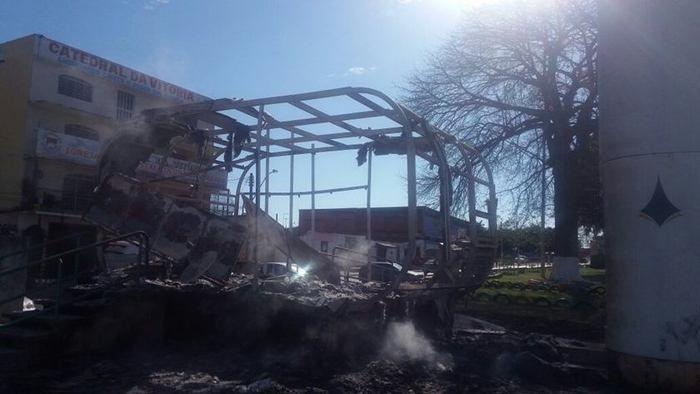 Bandidos queimam posto da PM após prisão de traficante
