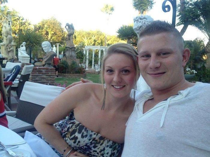 Jenna Ross ao lado do noivo Shaun Edmonson