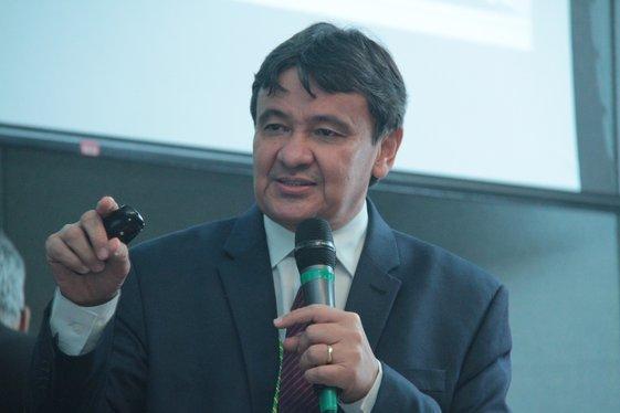 Governador Wellington Dias em palestra no Senado Federal (Crédito: André Oliveira)