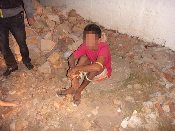 Adolescente foi amarrado pela vítima com a ajuda de populares. (Crédito: Yuri Gomes / Rádio Cidade)