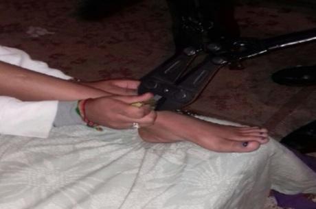 Mãe é presa após acorrentar filha usuária de crack em guarda roupa