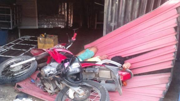 Jovem sofre acidente e derruba porta de metalúrgica em Luis Correia