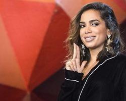 Anitta jantou acompanhada no Dia dos Namorados, diz jornal