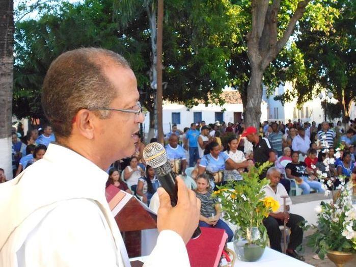 Frei Eulálio Miranda celebra missa nos Festejos de Jerumenha (Crédito: Play Filmes)