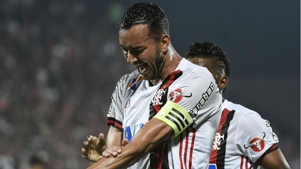 Flamengo anuncia renovação do contrato de Réver até o fim de 2019