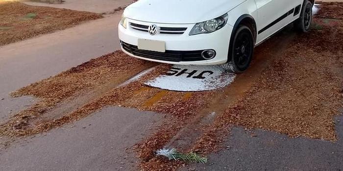 PM destrói tapete de Corpus Christi com carro e fiéis se revoltam