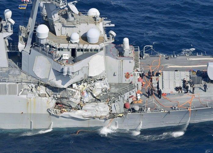 Dano causado ao USS Fitzgerald após o destróier colidir com um navio mercante com bandeira das Filipinas neste sábado (Crédito: Reprodução)