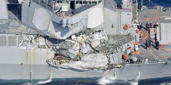Sete marinheiros desaparecem após colisão entre navios