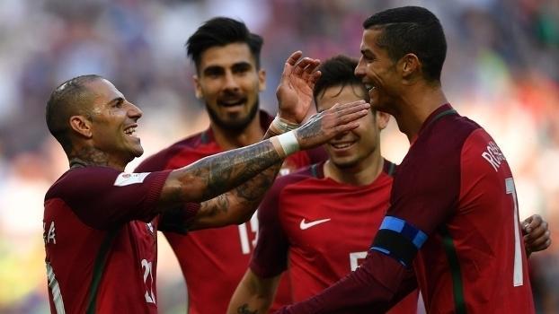 Quaresma comemora com Cristiano Ronaldo após ter aberto o placar (Crédito: Getty)