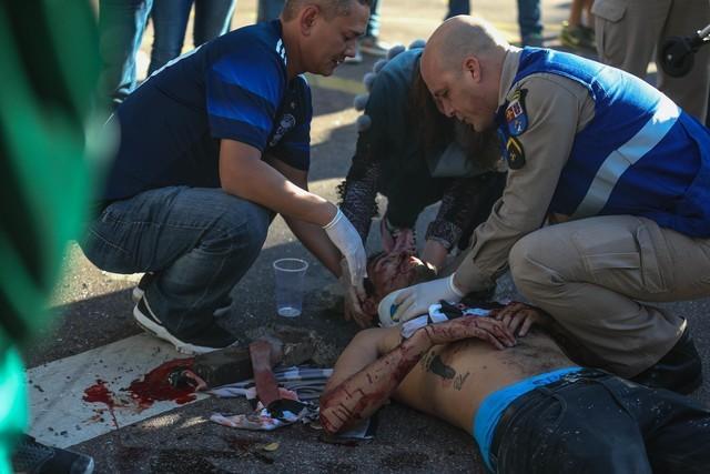 Homem fica ferido após ser espancando durante briga de torcidas