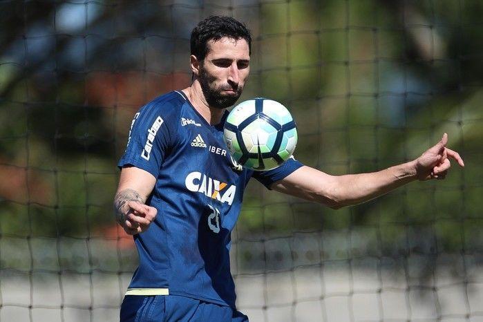 Flamengo vende zagueiro Donatti pelo mesmo valor que custou em 2016