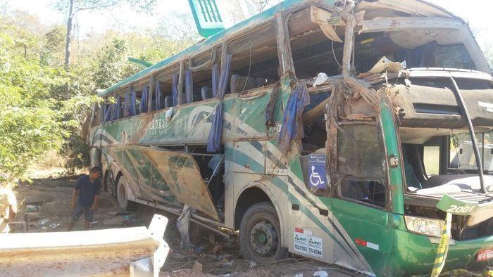 Acidente com ônibus na BR-135 em Monte Alegre (Crédito: Divulgação)