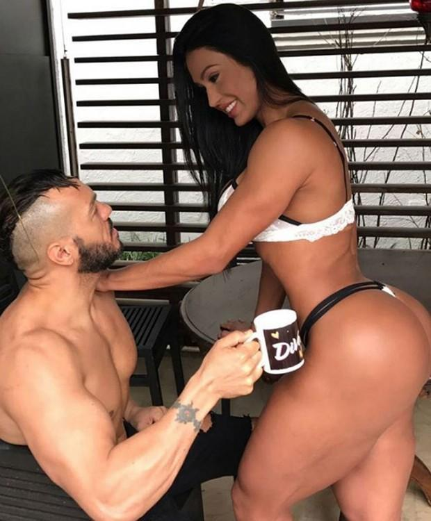 Gracyanne Barbosa posa com Belo