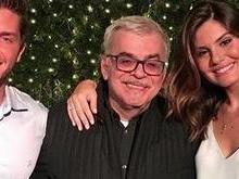 Camila Queiroz e Klebber Toledo estão noivos e atriz surge com anel