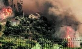 Idosos sobrevivem a incêndio após se esconderem em caixa d'água
