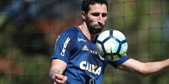 Flamengo e Tijuana abrem negociação por zagueiro Donatti