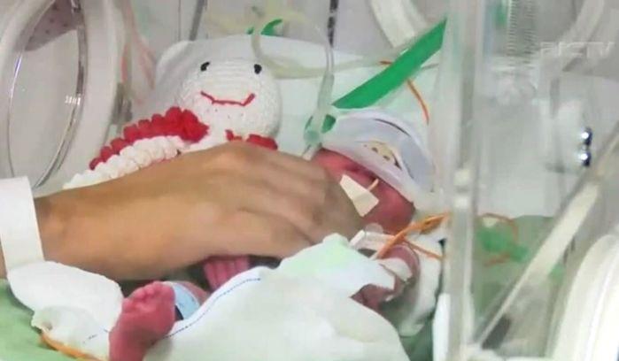 Mulher dá à luz quadrigêmeos após vencer câncer de mama