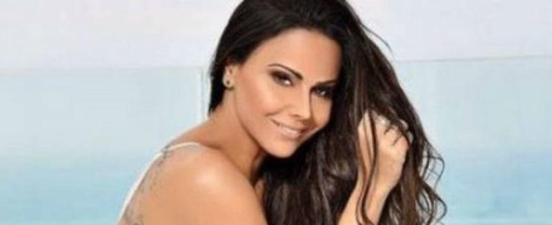 Fãs reclamam do excesso de photoshop em foto de Viviane Araújo