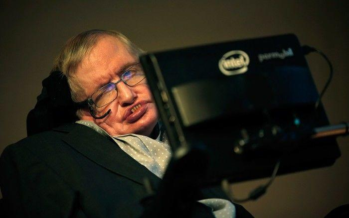 Stephen Hawking prevê catástrofes e pede que a humanidade habite outros planetas