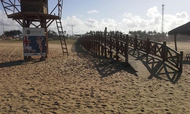 Corpo de jovem grávida é encontrado enterrado em praia do RJ