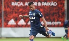 """Flamengo afirma que não negocia peruano: """"Não troco, nem vendo"""""""