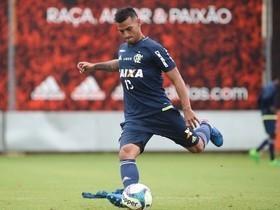 Flamengo afirma que não negocia peruano: