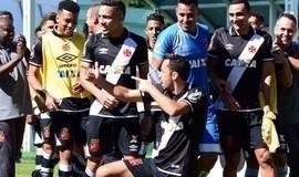 Nenê decide de falta, e Vasco bate o Atlético-GO em jogo ruim