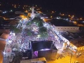 Taty Girl e Léo Cachorrão animaram a festa de 80 anos de São Pedro