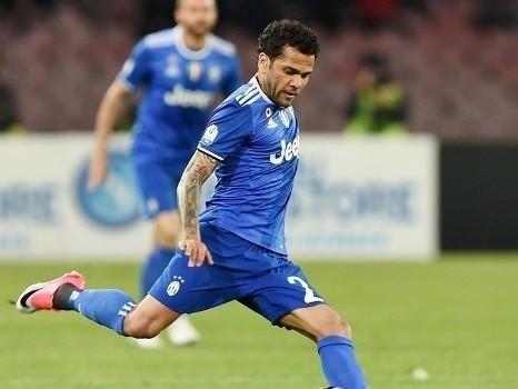 Daniel Alves agradece torcedores e dá adeus à Juventus