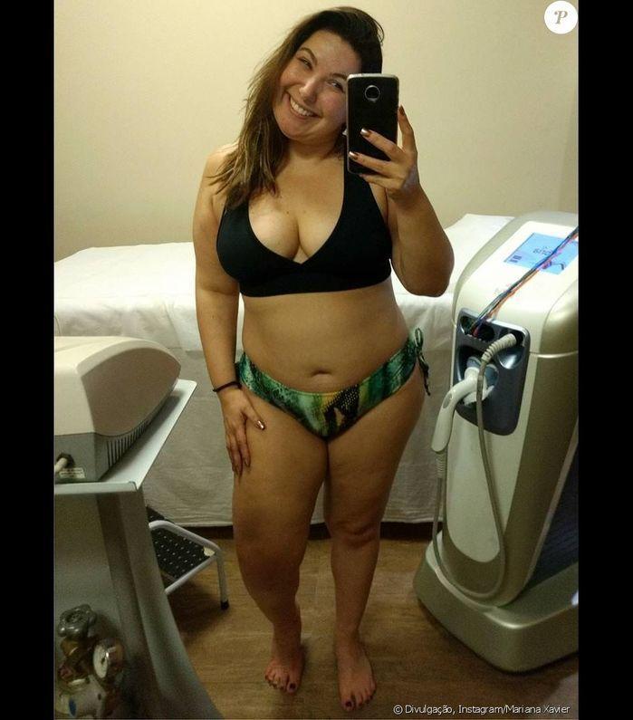 Mariana Xavier posa de biquíni em dia de beleza
