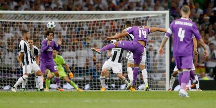 Chute do brasileiro Casemiro que originou o segundo gol do Real (Crédito: UEFA)