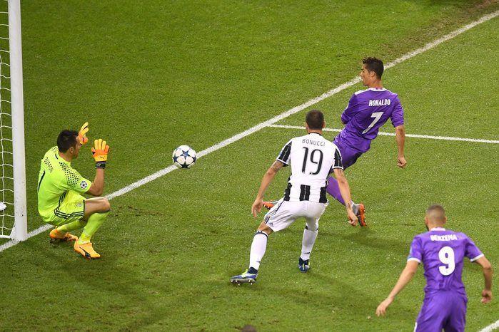 Momento em que Cristiano Ronaldo marca seu segundo gol (Crédito: UEFA)