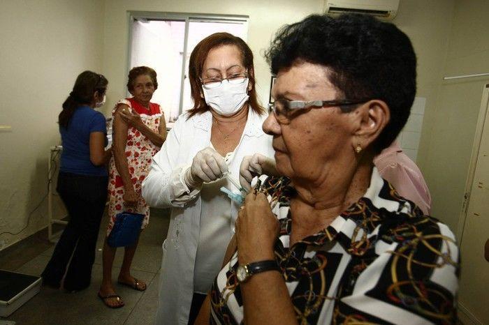 Vacina contra a gripe deixará de ser oferecida apenas a grupos prioritários a partir da próxima segunda-feira (5) em vários estados, incluindo o Pará (Crédito: Reprodução)