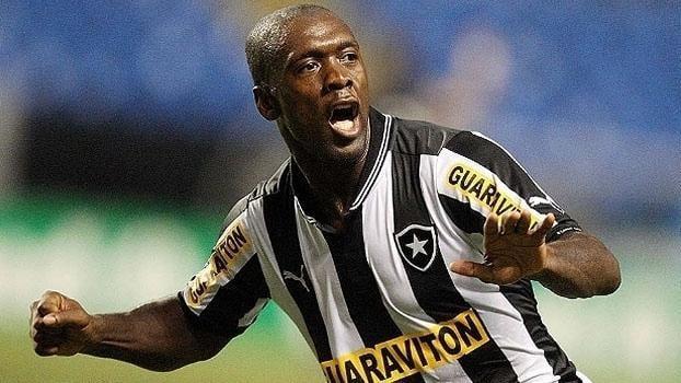 Nome de Seedorf chegou ao Santos nesta segunda-feira, mas clube quer Levir (Crédito: Gazetta Press)