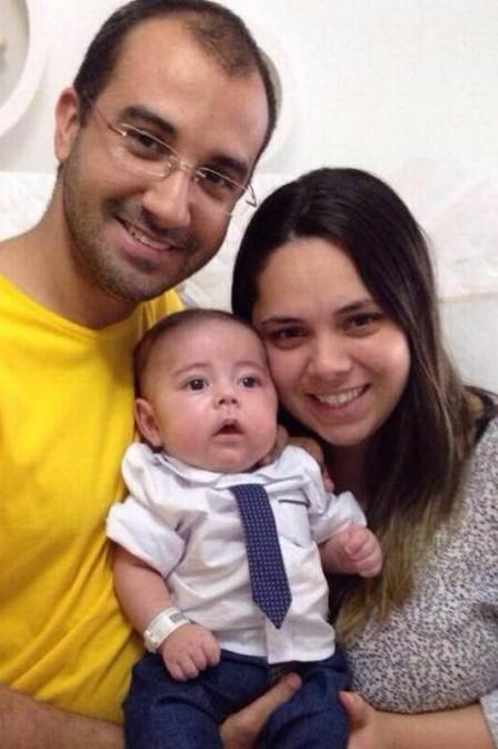 Felipe e Rhuana com o pequeno Breno