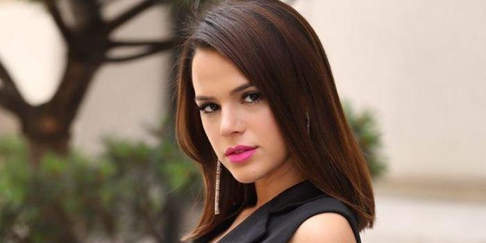 Bruna Marquezine é assediada por fãs em voo e fala sobre caso