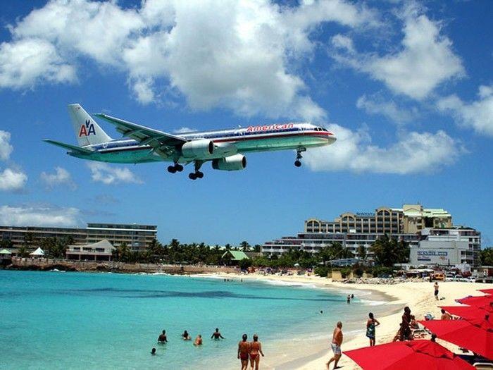 Aeroporto Internacionl Princess Juliana, em Saint Maarten, no Caribe, eleito o que oferece os pousos mais belos do mundo (Crédito: Reprodução)