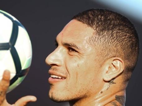 Clube chinês oferece R$ 80 milhões por Guerrero, do Flamengo