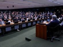 CCJ aprova novo relatório para arquivar denúncia contra Temer