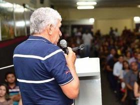 Luiz Menezes empossa os novos servidores do município