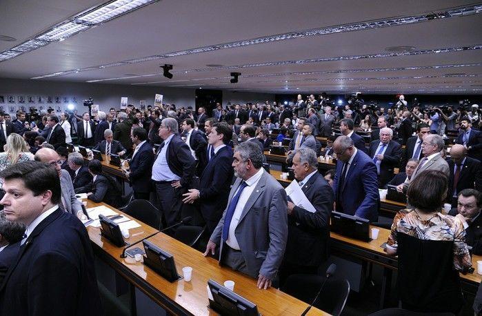 CCJ da Câmara durante discussão do relatório sobre denúncia contra Temer