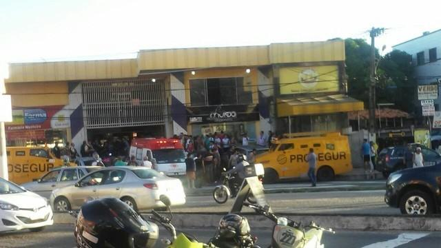 Bandidos tentaram roubar carro-forte