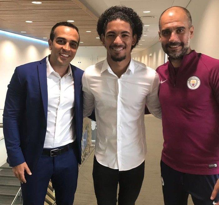 Empresário Philipe Boaz, o volante Douglas e Guardiola (Crédito: Reprodução)
